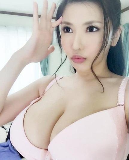 mẫu ngực đẹp