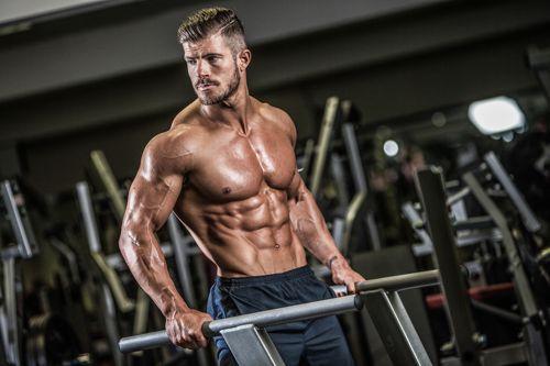 Ngực bị lệch do tập gym