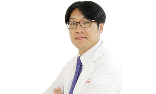 Bác sĩ thẩm mỹ