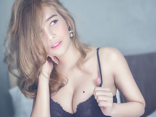 nốt ruồi ở ngực phụ nữ